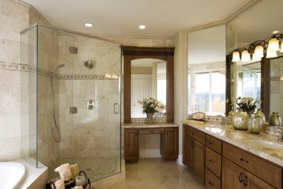Salle de bains classique bois teint